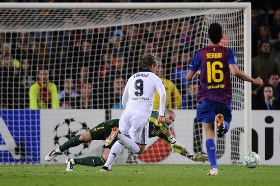 Torres ghi bàn vào lưới đội Đức