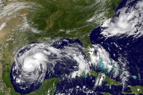 """إعصار """"هارفي"""" ينذر بفيضانات كارثية في تكساس"""
