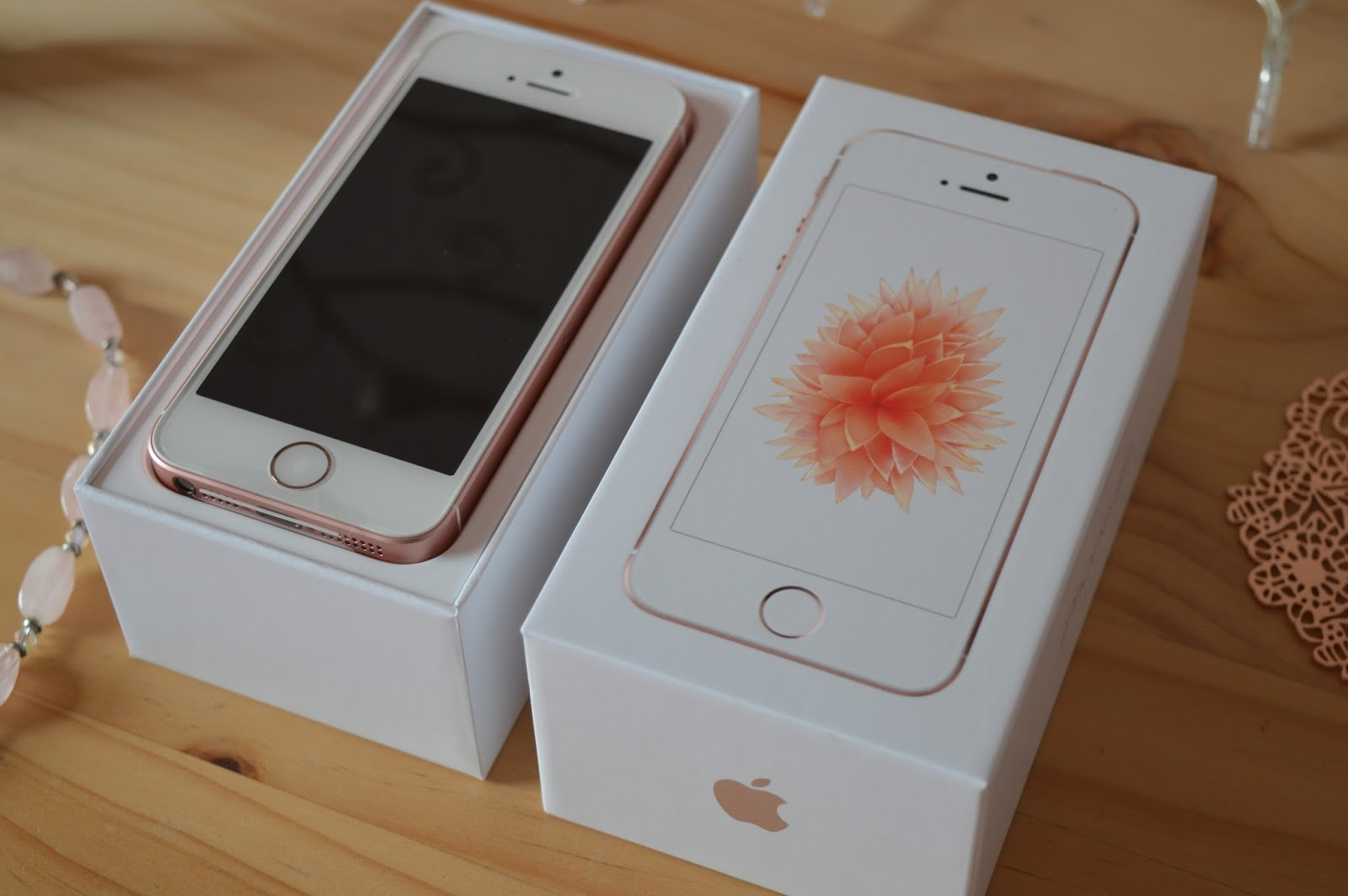 the colour carousel uk beauty blog apple iphone se 64gb rose gold unboxing in pictures. Black Bedroom Furniture Sets. Home Design Ideas