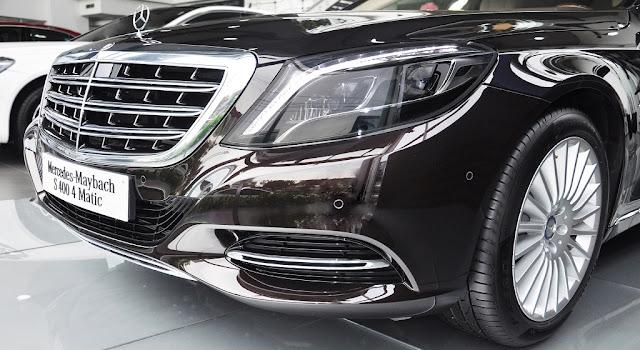 Phần đầu xe Mercedes Maybach S450 4MATIC 2018 sử dụng cụm Lưới tản nhiệt 3 nan kép mạ Chrome với các thanh đứng
