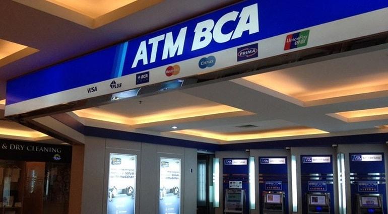 Cara Tarik Tunai / Ambil Uang Langsung di ATM BCA