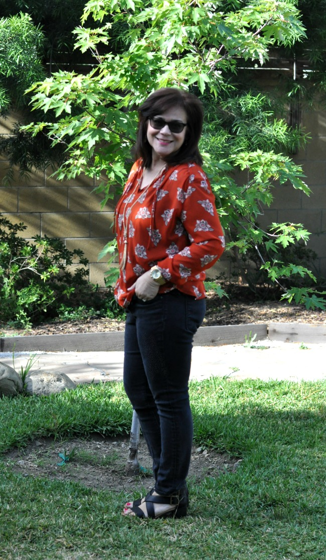 black skinny jeans and red floral blouse