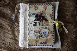 Тревелбук (travelbook, альбом о путешествии) ручной работы. Использованы материалы: лен, шитье, скрап-бумага Scrapberry's, Webster's Pages, скотч washi tape, шебби-лента, кружево, джутовая веревочка, бусины, декупажная карта, штампы Fiskars, Prima, 7Gypsies, стразы, компостер края Martha Stewart, кольца для альбома, ножи для вырубки Memory Box, Tattered lace, Little B, Sizzix, высечки Authentique, KCompany, папка для тиснения Sizzix. Автор carambolka.ru.