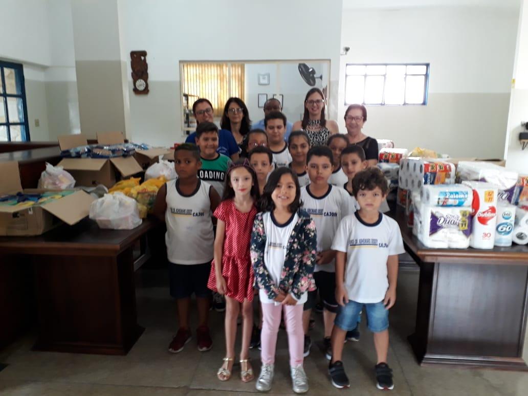 Alunos da escola Godoy arrecadam alimentos e produtos de higiene para a Santa Casa de Cajobi