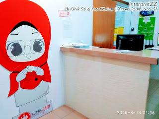 gambar kaunter resepsi klinik Siti di Kota Warisan semasa hantar Aina ambil neb tengah malam