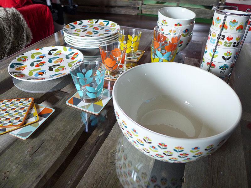 vaisselle vintage à fleurs