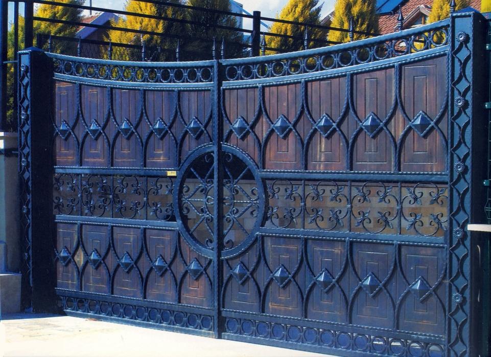 Beaux mod les de portes et portails sculpt s en fer forg for Porte de jardin en fer forge