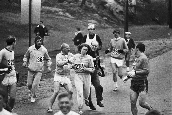 En el año de 1967, Katherine Switzer se convirtió en la primera mujer en terminar un maratón. Fotos insólitas que se han tomado. Fotos curiosas.