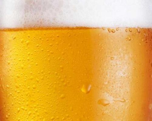 Cerveja com espuma. #PraCegoVer