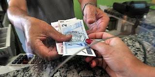 Ministro sugere fim do abono salarial e revisão do reajuste do mínimo