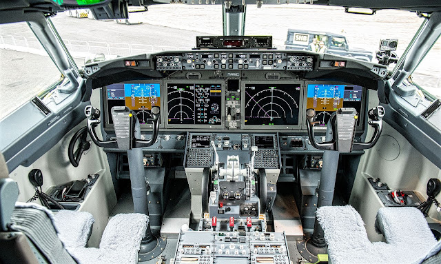Boeing 737 MAX Cockpit Layout