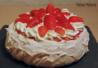 dessert de Pâques, fraises, meringue, chantilly, pavlova