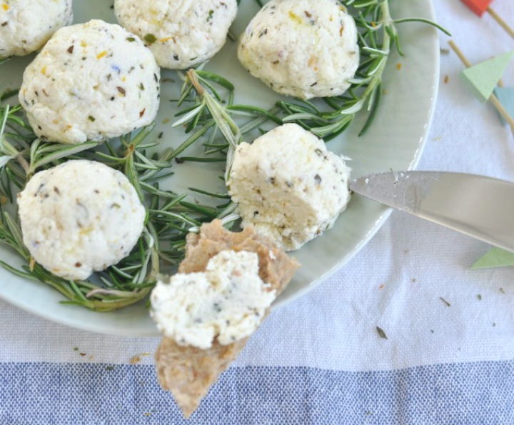 Homemade Cheese with italian herbs, done in just 10 minutes and oh so delicious!