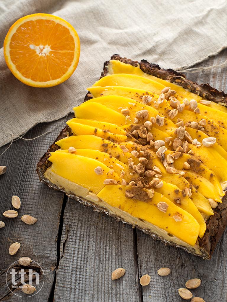 Jaglany mazurek orzechowo-pomaranczowy z mango-  przepis weganski, bezglutenowy, bez cukru