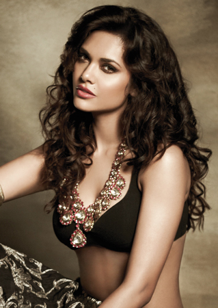Esha Gupta in black sexy dress, Esha Gupta filmfare photos, Esha Gupta sexy photos