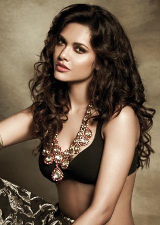 Esha Gupta in black sexy dress, Esha Gupta filmfare photos, Esha Gupta sexy photos