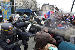Le plod with tear gas