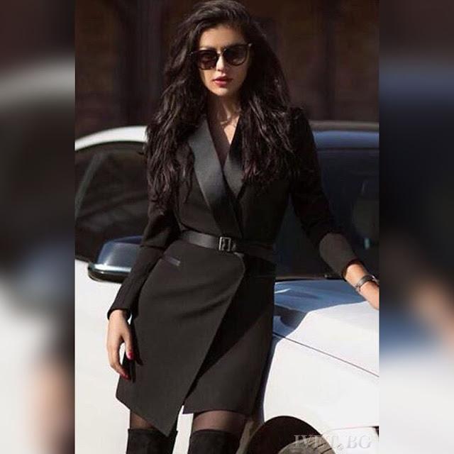 Στυλάτο μαύρο blazer με βαθύ ντεκολτέ FITINA