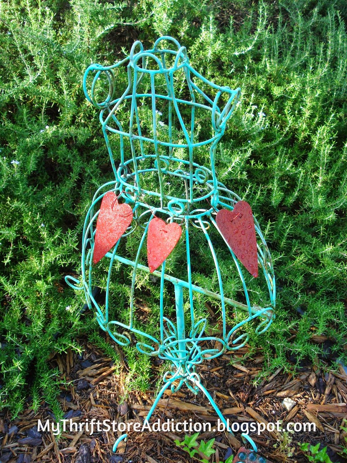 Garden dress form