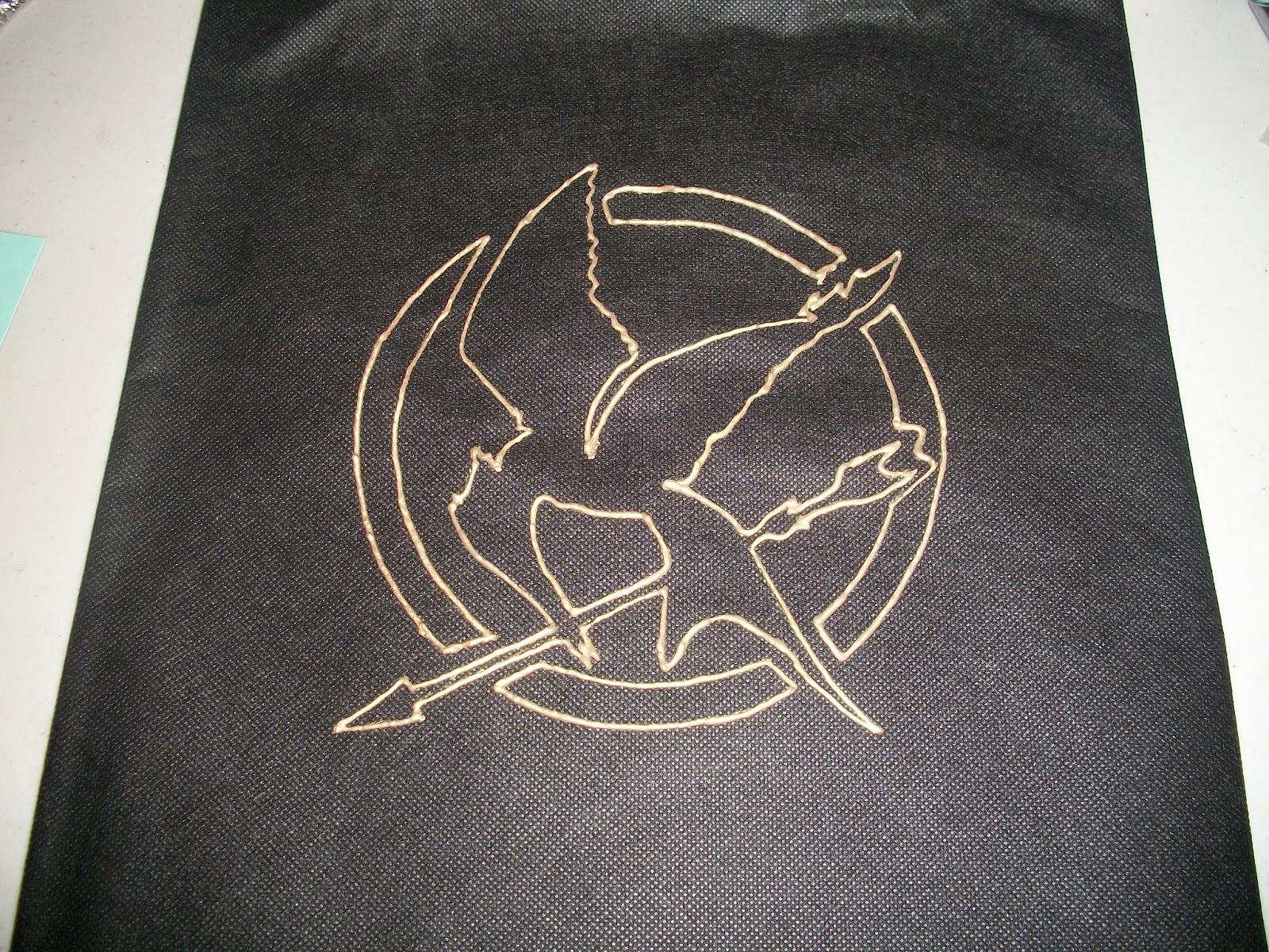 DIY: Mockingjay logo tote bags