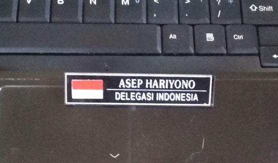 BADGE NAMA : Inilah badge yang saya kenakan saat kunjungan ke ITM Sarawak bersama kawan kawan Senat FKIP UNTAN tanggal 1 - 10 Februari 1994 yang lalu.  Masih saya simpan dengan baik.  Foto Asep Haryono