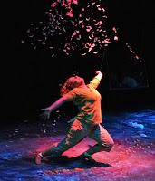 Dramatik tiyatro oyunundan bir sahne