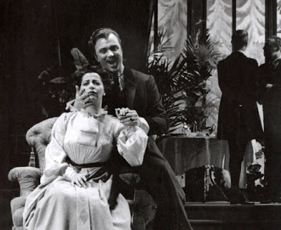 Rosalind Elias (Erika), and Nicolai Gedda (Anatol) in Act II. Photo: Courtesy of the Metropolitan Opera Archives