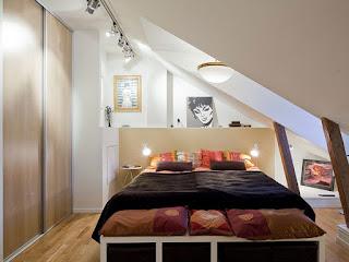 desain kamar tidur kecil dan banyak barang