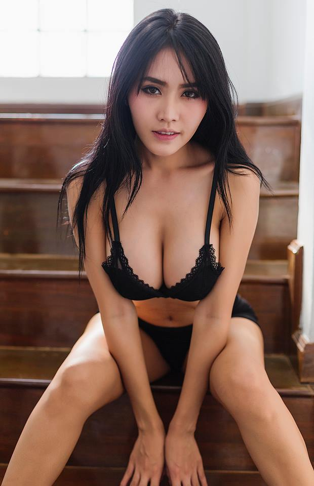 sexiest asian woman nude