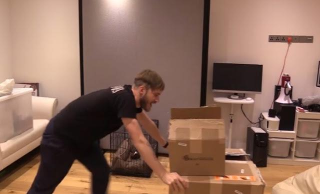 PewDePie recibe regalo de YouTube y lo subasta en e-Bay