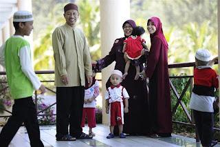 https://i2.wp.com/2.bp.blogspot.com/-B_90xh3QgJU/Tydg4drLsbI/AAAAAAAAAM4/puojMEhBi8s/s320/malaysia-wives.jpg