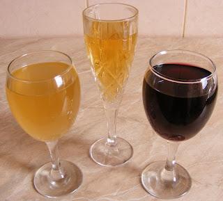 bauturi, vin, sampanie, vin spumant, vin rosu, vin alb, vin sec, vin demidulce, bauturi alcoolice, alegerea vinurilor pentru masa de sarmatori, alegerea bauturilor,
