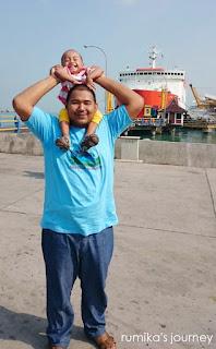 Boo dan Yaya di Pelabuhan