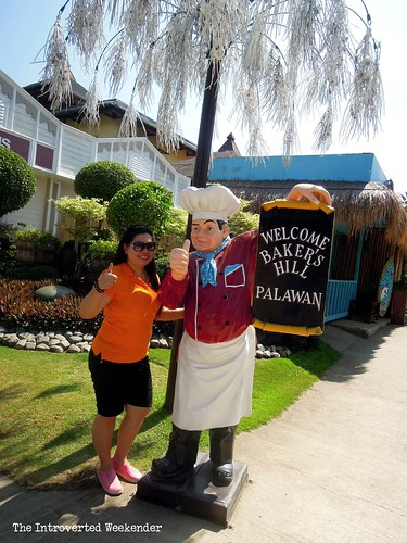 Puerto Princesa Travel Guide: a chef welcoming guests at Baker's Hill