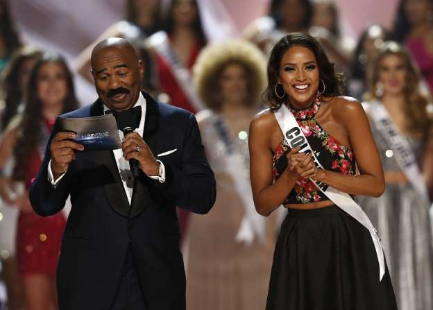 'People hate you': Miss Colombia roasts Steve Harvey at Miss Universe 2017