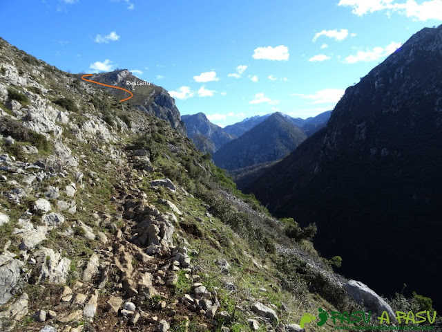Sierra de Juan Robre: Subiendo a Rescañu