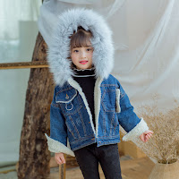 https://www.aliexpress.com/store/product/2017-winter-new-European-cargo-children-s-clothing-girls-hooded-fur-collar-denim-coat-thick-coat/1906141_32838661442.html?spm=2114.12010612.0.0.6ece4865gchMEp