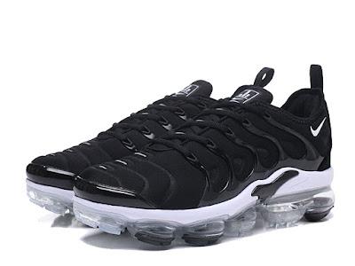 sports shoes d88c8 4e098 Nike Air VaporMax 2018 → Officiel Nike Air VaporMax Plus 2018 Coussin Dair  Chaussures Basket Pas Cher Homme Noir blanc 924453-010