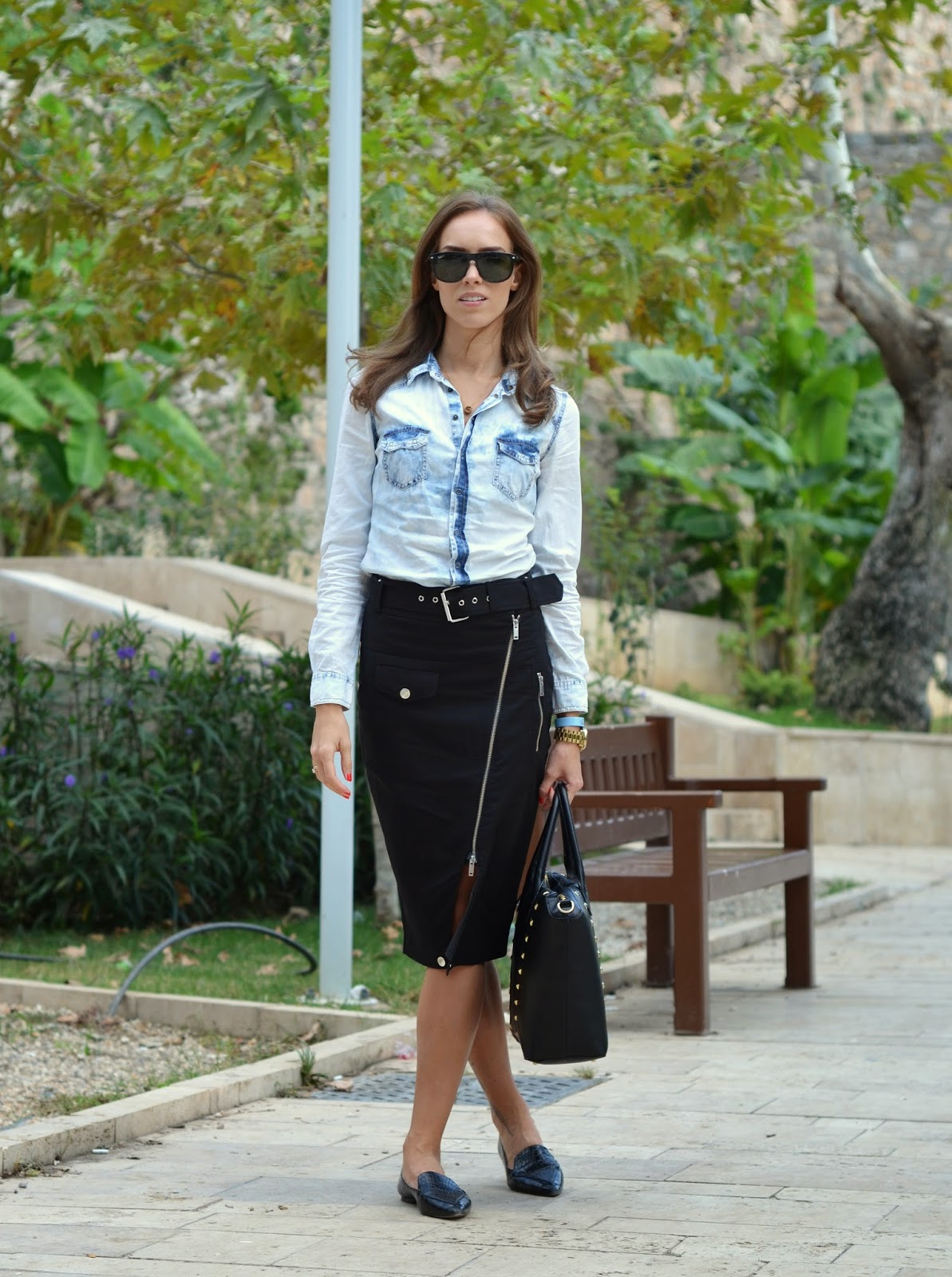 classic-work-outfit-denim-shirt-pencil-skirt-flats kristjaana mere