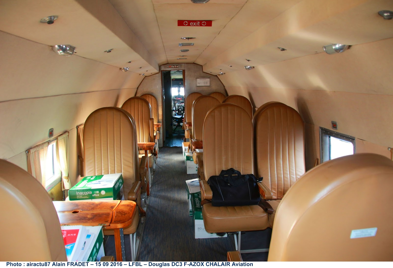 Airactu87 par alain fradet l 39 int rieur du dc3 de chalair for Interieur d avion