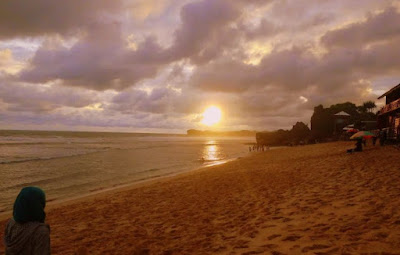 Menikmati_Sunset_di_Pantai_Indrayanti