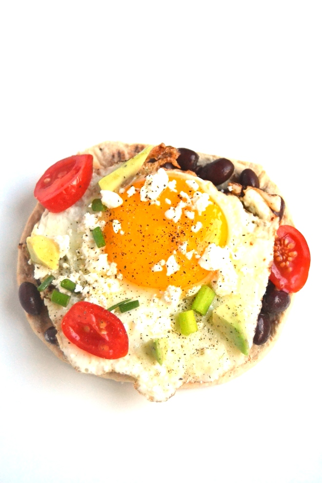 10-Minute Huevos Rancheros make the perfect flavorful breakfast with black beans, eggs, tomatoes, green onions, creamy avocado and feta cheese and are ready in no time! www.nutritionistreviews.com