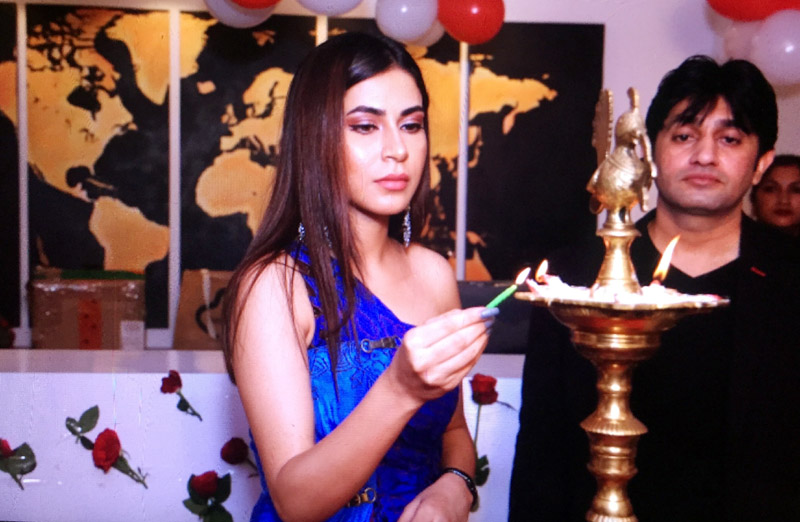 Actress Mansha Bahl lighting the lamp during the launch of the Ludhiana CIIL Office