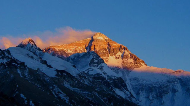 It's so beautiful of sunrise of Mt Everest that I have never seen before.