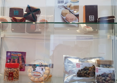 Milky Way mooncakes on the upper shelf, Milky Way prawn rolls on the lower shelf.