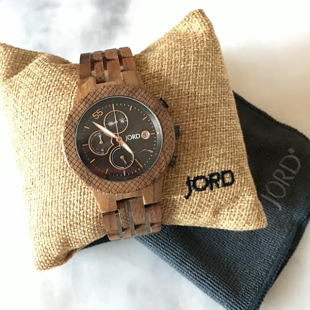 https://www.woodwatches.com/series/conway/walnut-and-jet-black#houseblendblog