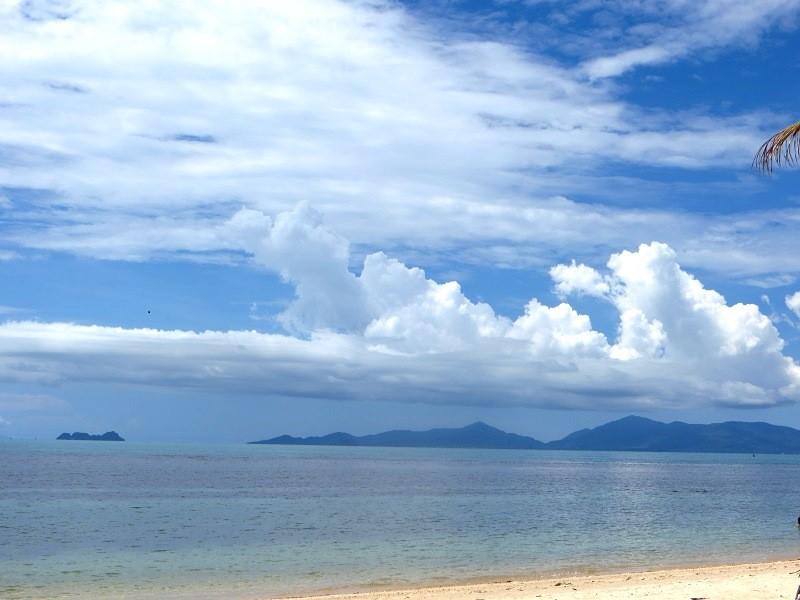 Красивые облака над морем