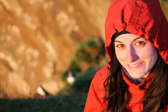Lena emocionada con los frailecillos islandeses