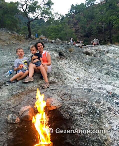 İki çocukla Yanartaş zirvesinde, Çitalı Olimpos Antalya