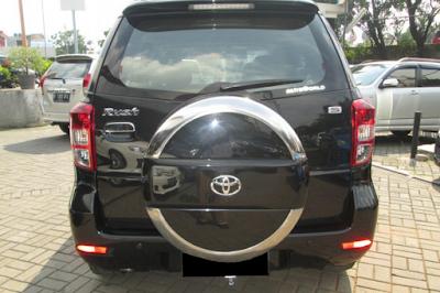 Eksterior Belakang Toyota Rush Edisi Pertama